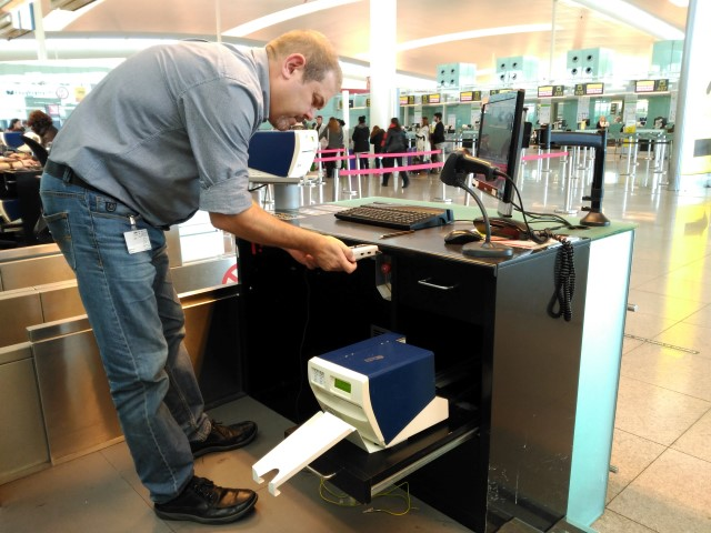 Lipoatrophia Semicircularis measurements, airport check-in desk